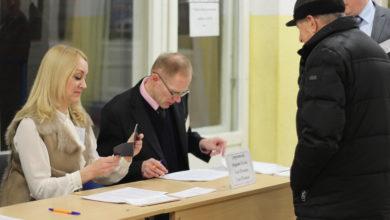Photo of Участки для голосования открылись в 8:00, и сразу же появились избиратели.