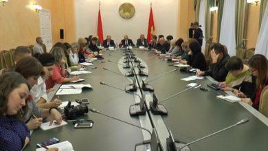 Photo of Вопросы разной направленности были подняты журналистами на пресс-конференции, которую провел  председатель Гродненского облисполкома Владимир Кравцов