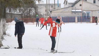 Photo of 23 школы Лиды и Лидского района получили в подарок от Гродненского областного исполнительного комитета комплекты лыжного инвентаря