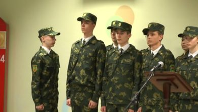 Photo of В первой лидской школе 19 юношей и девушек приняли «Торжественную клятву кадета»