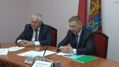 Photo of В Лиде «прямую телефонную линию» и прием граждан по личным вопросам провел Иван Лавринович