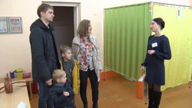 На участки для голосования жители Лидчины сегодня приходили семьями