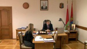 Субботнюю «прямую телефонную линию» в Лиде провел Сергей Ложечник