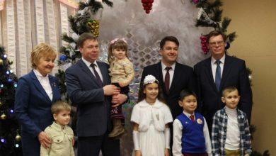 Photo of Несколько сотен школьников Лидчины стали сегодня участниками благотворительного новогоднего праздника.