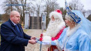 Дед Мороз и Снегурочка с Северного полюса посетили Лиду