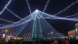 В Лиде зажгли главную новогоднюю ёлку и дали старт праздничным мероприятиям