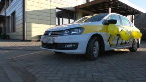 Березовчанку, родившую дочь в такси, встречали лидские таксисты
