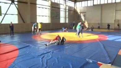 Более 120 спортсменов и тренеров по греко-римской борьбе готовятся к международным соревнованиям в санатории «Радуга»