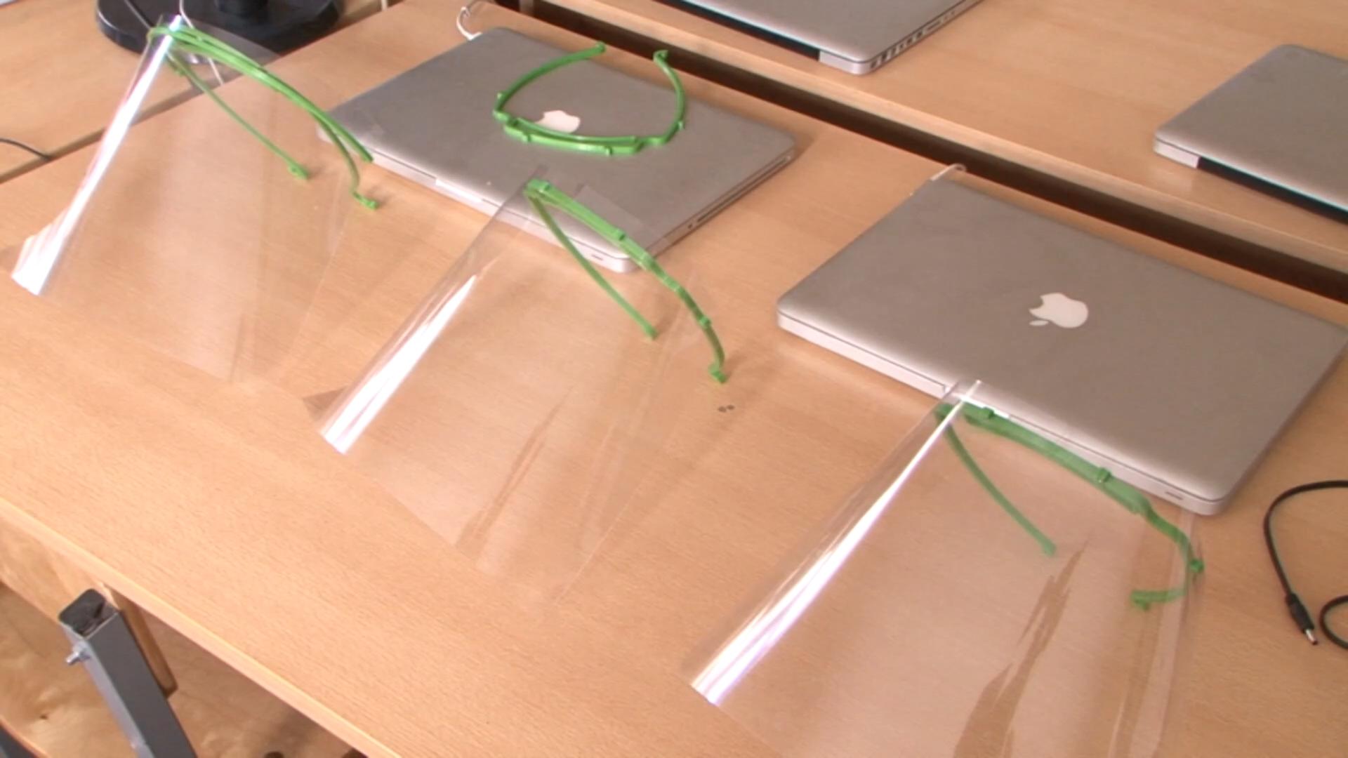 В Лидском районном центре технического творчества осваивают выпуск защитных масок.