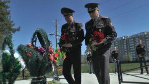 Участники акции «Беларусь помнит. Помним всех» возложили цветы и венки к подножию памятников