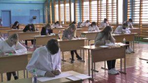 В школах Беларуси сегодня начались выпускные экзамены