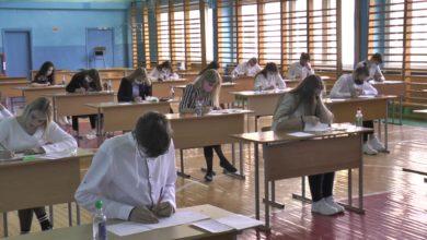 Photo of В школах Беларуси сегодня начались выпускные экзамены