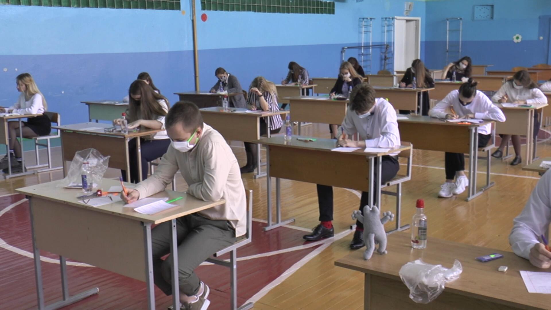 Санитарная служба следит за проведением выпускных экзаменов в школах.