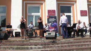 Музыкальный подарок всем медицинским работникам сделал Лидский эстрадный оркестр