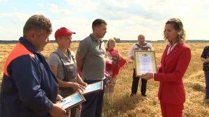 В Лидском районе уже есть первые тысячники на уборке и отвозке зерна нового урожая
