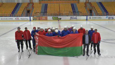 Игроки и тренерский состав хоккейного и футбольного клубов Лиды приняли участие в акции «За Беларусь!»