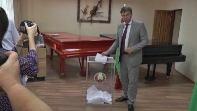 Photo of Председатель Лидского райисполкома Сергей Ложечник посетил участок для голосования