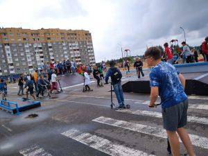 У лидских скейтеров, скутеристов, велосипедистов и любителей роликовых коньков появился свой скейт-парк.