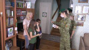 Лидские пограничники приняли участие в акции «Соберём детей в школу!»