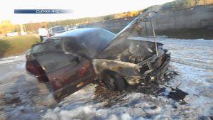 В субботу в Лиде у городского кладбища «Зосино» воспламенился легковой автомобиль