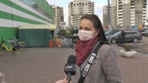 Идешь в магазин или входишь в автобус – не забудь маску. (Опрос)