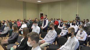 С учащимися 8-ой школы встретился заместитель министра по чрезвычайным ситуациям Беларуси А. Долголевец