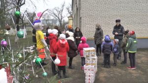 Лидские спасатели провели акцию в детском социальном приюте и вручили подарки ребятам
