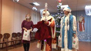 Лидский райком БРСМ передал подарки адресатам от участников акции «Чудеса на Рождество»