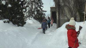 """Лидский районный экологический центр детей и молодежи поддержал челендж """"Уберем снег вместе"""""""