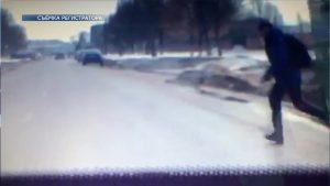 В Лиде школьник выбежал из-за стоящего на остановке автобуса и попал под колеса автомобиля