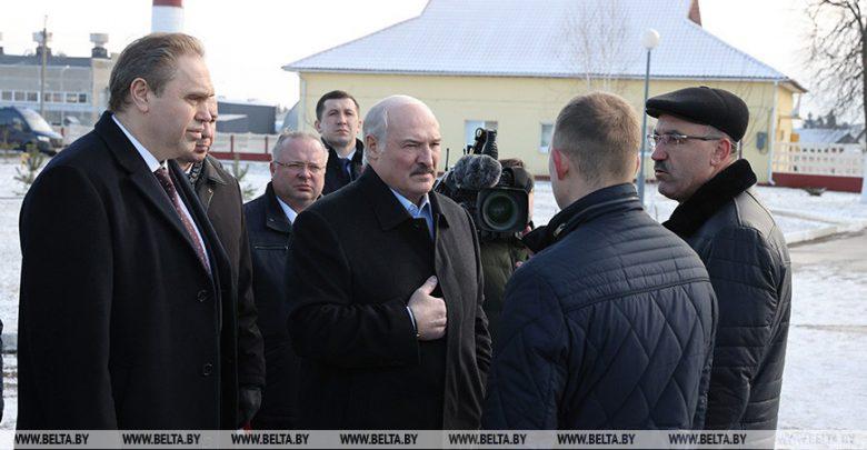 """О важности """"не обижать крестьян"""" и трех """"К"""" - Лукашенко посетил сельхозпредприятие под Гродно с минским уровнем зарплат"""