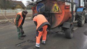 Лидские коммунальщики занялись наведением порядка в городе после зимы