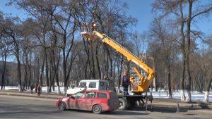 В Лиде продолжаются работы по замене старых светильников на новые светодиодные