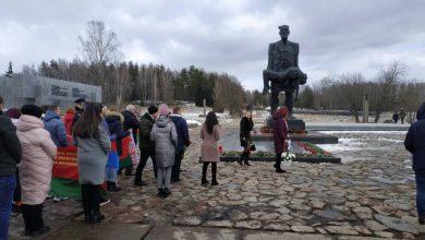 """Делегация Лидского района побывала сегодня в мемориальном комплексе """"Хатынь"""" и приняла участие в общереспубликанской акции"""