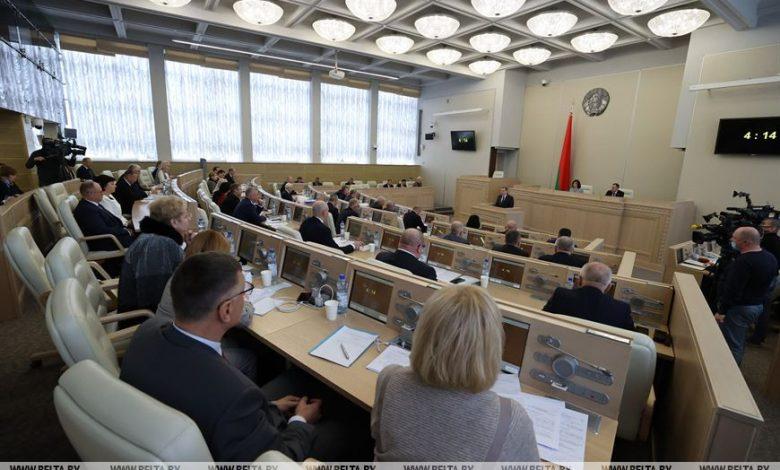 Сенаторы одобрили проекты изменений в законы о противодействии экстремизму и массовых мероприятиях