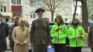 Лидский райком БРСМ поздравил с Днем Победы ветеранов Василия Твердохлеба и Николая Мычко