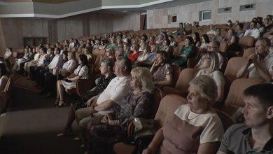 Коллектив Лидской ЦРБ был приглашен во Дворец культуры, где была организована праздничная программа