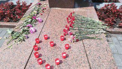 В День всенародной памяти жертв Великой Отечественной войны жители всех регионов Беларуси в 12.00 приняли участие во Всебелорусской минуте молчания.
