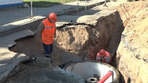 На улице Горького модернизируют водопровод